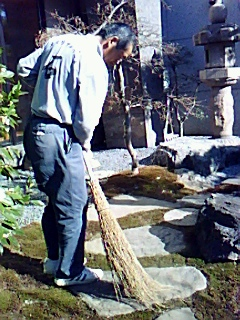 cleaning_temple_02